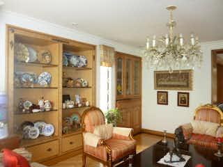 Una sala de estar llena de muebles y decoración en Casa en venta Ubicado en Bosque Medina