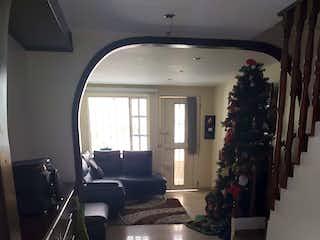 Una sala de estar con un árbol de navidad en ella en Casa En Venta En Bogota Suba - Sabana De Tibabuyes