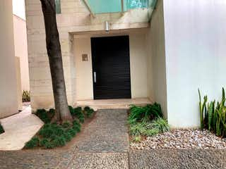 Una imagen de una casa al lado de un edificio en Casa Venta Santa Fe, Bernardo Quintana, RCV483850