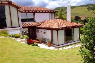 Casa Campestre En Venta En Chia Encenillos, con vista a insuperables paisajes.