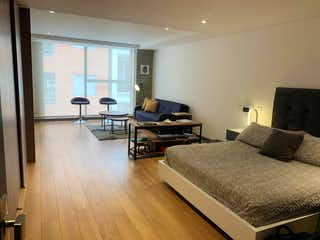 Una sala de estar llena de muebles y una televisión de pantalla plana en Apartamento en venta en Barrio Pasadena de 1 hab. con Bbq...
