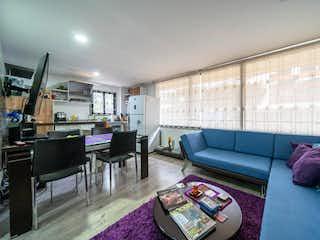 Una sala de estar llena de muebles y una mesa en Apartamento En Venta En Bogota El Chico