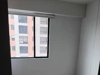 Una pared blanca con una ventana en ella en Apartamento en venta en Barrancas de 3 hab. con Gimnasio...