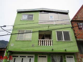 Un edificio verde con techo verde en No aplica