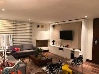 Una sala de estar llena de muebles y una televisión de pantalla plana en Apartamento en venta en El Virrey de 2 hab.
