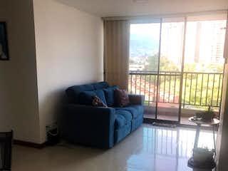 Una sala de estar llena de muebles y una ventana en Apartamento en venta en Campo Amor de 63m² con Piscina...