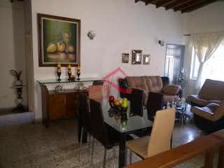 Una sala de estar llena de muebles y una ventana en Casa en venta en Los Colores de 246mts