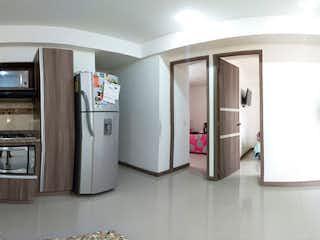 Cocina con nevera y microondas en Apartamento en venta en San José de tres habitaciones