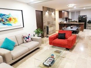Una sala de estar llena de muebles y una televisión de pantalla plana en Departamento en venta en Acacias de dos recamaras