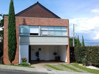 Una casa que está sentada delante de una casa en 102488 - Venta Casa Unidad Cerrada en la Estrella excelente estado Unidad completa
