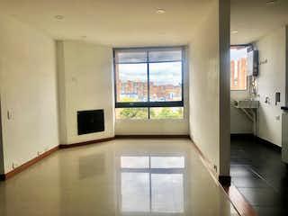 Una cocina con una ventana, un lavabo y un microondas en Apartamento en venta en Ciudad Jardín Norte de tres habitaciones
