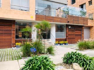 Una casa con una planta en maceta en la esquina en Apartamento en venta en San Patricio de 3 alcoba
