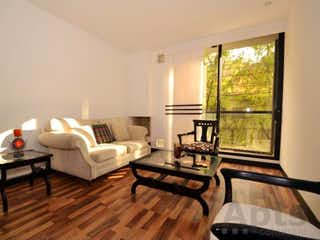 Una sala de estar llena de muebles y una ventana en Apartamento en venta en Santa Paula de dos habitaciones