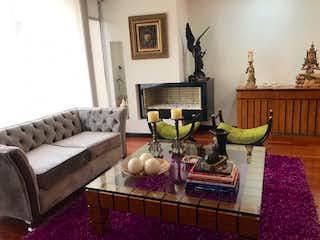 Una sala de estar llena de muebles y una chimenea en VENDO APARTAMENTO EN BELLA SUIZA 126 METROS AR