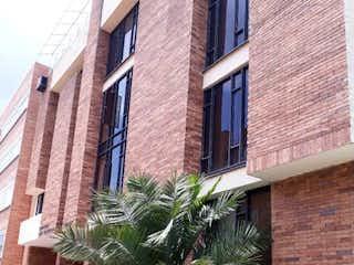 Un edificio de ladrillo alto con una planta en maceta en VENTA APTO STA BARBARA Remodelado!! Dúplex,Terraza,3habs,estudio.YG