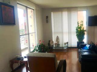 Una sala de estar llena de muebles y una televisión de pantalla plana en Apartamento en venta en Barrio Cedritos con acceso a BBQ