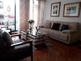 Una sala de estar llena de muebles y una gran ventana en ACOGEDOR APTO EN LAS VILLAS- Interior- 3HABS YG