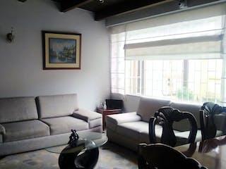 Una sala de estar llena de muebles y una ventana en Vendo/permuto Casa En Modelia Amplia Remodelada Yg