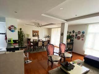 Una sala de estar llena de muebles y una mesa en Apartamento en venta Ubicado en Pasadena