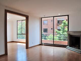 Una sala de estar llena de muebles y una chimenea en Venta/Arriendo Apartamento Rosales/Emaus - 3187082