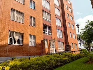 Un gran edificio de ladrillo con un gran edificio en el fondo en Apartamento en venta BOSA CHICALA
