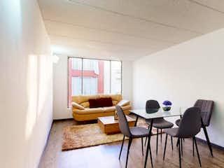 Una sala de estar llena de muebles y una ventana en Apartamento en venta en Barrio Verbenal 78m² con Jardín...