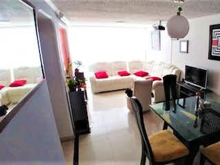 Una habitación con una mesa y sillas en ella en Pent house dúplex para venta en Quinta paredes