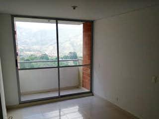 Un baño con una ventana y una ventana en Apartamento en venta en La Ferrería de dos habitaciones