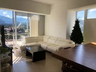 Una sala de estar llena de muebles y una gran ventana en DEPARTAMENTO EN VENTA EN SANTA FE STAMPA