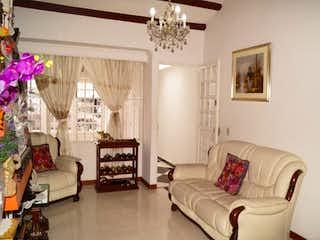 Una sala de estar llena de muebles y una lámpara de araña en ZS-875 Casa en venta o arriendo, Alborada