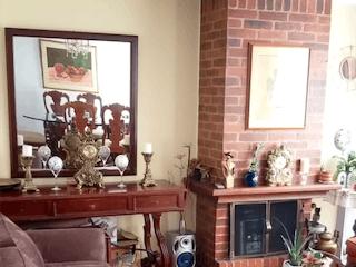 Una sala de estar llena de muebles y una chimenea en ZS-861 Apartamento en venta, Nuevo Country