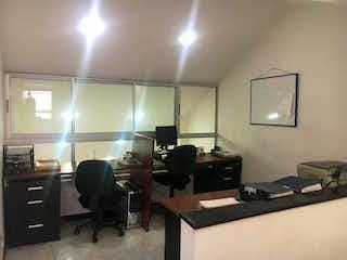 Una habitación llena de muebles y una ventana en ZOG-4 Casa en venta, Floresta