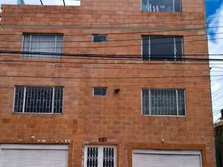 Un gran edificio de ladrillo con una gran ventana en ZJG-28 Casa en venta, Villa Sofia 2