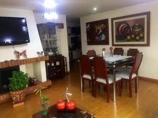 Una sala de estar llena de muebles y una televisión de pantalla plana en ZJG-18 Apartamento en Andes Norte