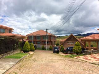 Una calle con un edificio y un edificio en el fondo en ZJG-13 Casa en venta en la Calera