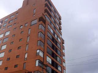 Un edificio alto con un reloj en él en ZJG-12 Apartamento en Puente Largo