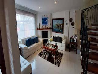 Una sala de estar llena de muebles y una chimenea en Casa En Venta En Chia La Virginia