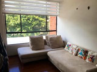 Una sala de estar llena de muebles y una ventana en ZJG-22 Apartamento en Venta en Cedritos, Bogotá