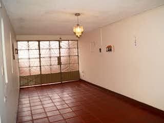 Un cuarto de baño con un inodoro de ducha y lavabo en ZS-382 Casa en venta, Acapulco