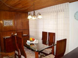 Una sala de estar llena de muebles y una mesa de madera en ZS-756 Casa en venta La Almeria