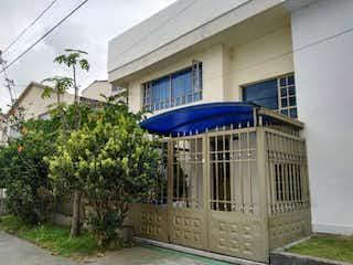 Un edificio azul y blanco con un techo azul en Venta/permuta Casa En Modelia Localidad De Fontibon