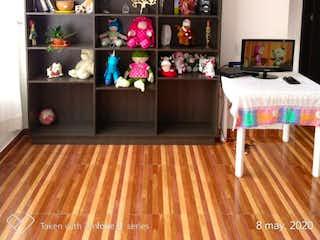 Una sala de estar llena de muebles y una chimenea en Apartamento en venta en Calandaima, de 53mtrs2