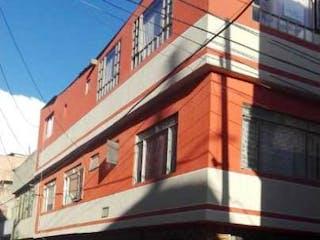 Un edificio rojo y blanco con una gran ventana en Venta/permuta De Casa Bosa El Anhelo Esquinera