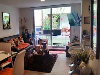 Una sala de estar llena de muebles y una ventana en Conjunto Natura Vereda El Abra.