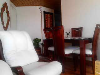 Una sala de estar con un sofá, una silla y una mesa en Apartamento en venta en Barrio El Tunal, de 73mtrs2