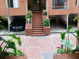Una imagen de un edificio con una planta en maceta en Apartamento en venta en Barrio Colina Campestre 50m²