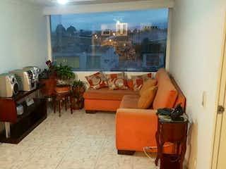 Una sala de estar llena de muebles y una televisión de pantalla plana en Apartamento en venta en Normandía 49m²