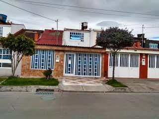 Una esquina con un edificio en el fondo en Casa en venta en Mandalay, 161m² con Jardín...