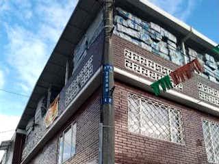 Un edificio de ladrillo alto con un reloj en él en Casa en venta en Banderas con acceso a Balcón