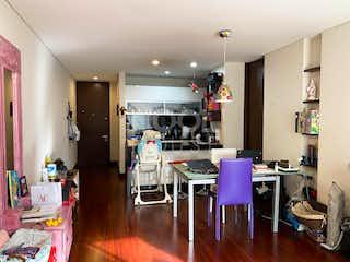 Una sala de estar llena de muebles y un suelo de madera en Apartamento en Venta en San Patricio